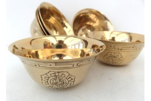 7.5cm Large brass engraved offering bowl set