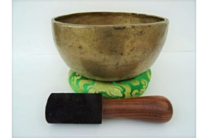 20 cm Old Hammered Singing bowl